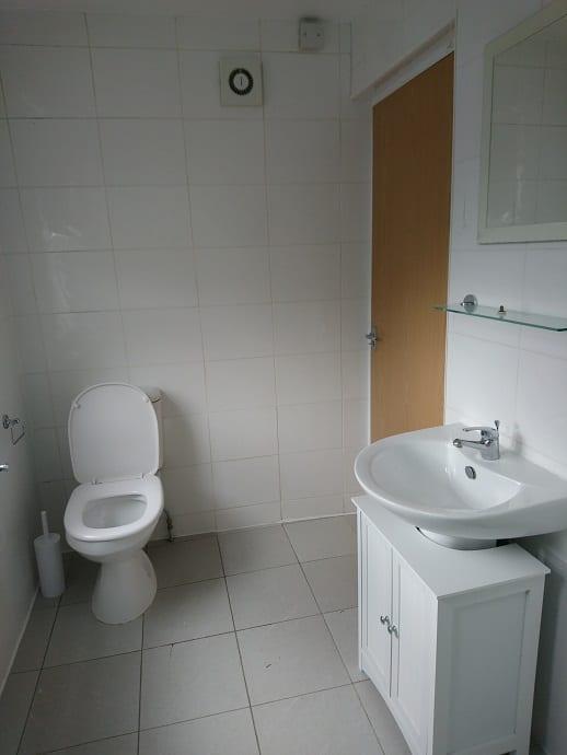 4UKS FLAT 3 BATHROOM