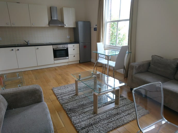 8UKS FLAT 2 KITCHEN AND LIVING AREA