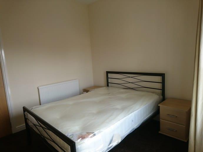 8UKS FLAT 3 BEDROOM