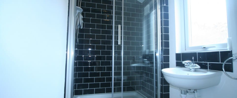 123 Beaconsfield bathroom