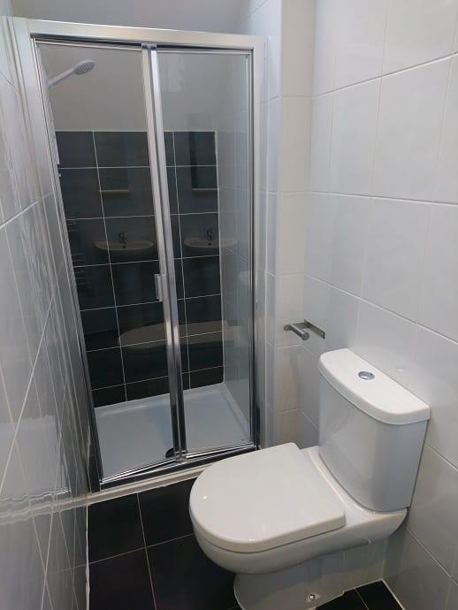 FLAT 7 BATHROOM