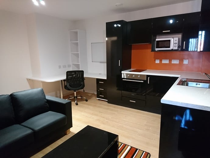 1 BED KTCHEN AND LIVING AREA.